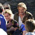 """Sandrine Bonnaire, Johnny Hallyday pendant le dernier jour de tournage du film """"Salaud, on t'aime"""" à Saint-Gervais-les-Bains, le 31 juillet 2013."""