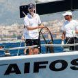 Le prince Felipe d'Espagne lors de son premier jour de course à la barre du  voilier Aifos le 31 juillet 2013 au 3e jour de la Copa del Rey, au large de Palma de Majorque.