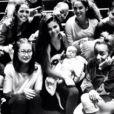 Selena Gomez entourée de sa troupe de danseurs et de sa petite soeur Gracie, sur Instagram, le 1er août 2013.