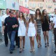 Sylvester Stallone avec sa femme Jennifer Flavin et ses filles Sophia, Sistine et Scarlet en vacances à Saint-Tropez le 3 août 2013.