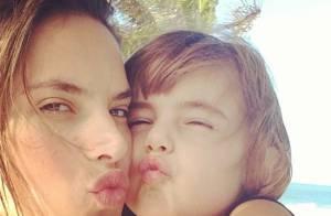Alessandra Ambrosio : Ses vacances au Brésil, entourée de sa belle famille