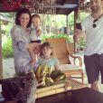 Alessandra Ambrosio a immortalisé une sortie au zoo en famille au Brésil. Juillet/Août 2013