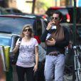 Ethan Hawke et son épouse proménent la petite Clementine Jane à New York