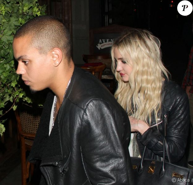 Ashlee Simpson et son petit ami Evan Ross ont dîné au restaurant Aventine à Hollywood. Le couple arborait un style vestimentaire très rock'n'roll. A Los Angeles, le 6 août 2013.