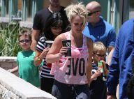 Britney Spears : Look négligé mais sourire radieux pour un resto en famille
