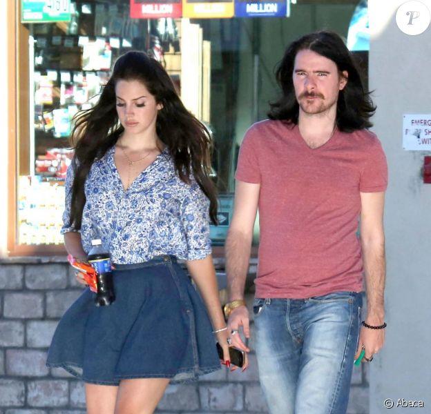 Lana Del Rey et son petit ami Barrie James O'Neill à Los Angeles, le 9 août 2013.