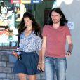 Lana Del Rey se promène avec son petit ami Barrie James O'Neill à Los Angeles, le 9 août 2013.
