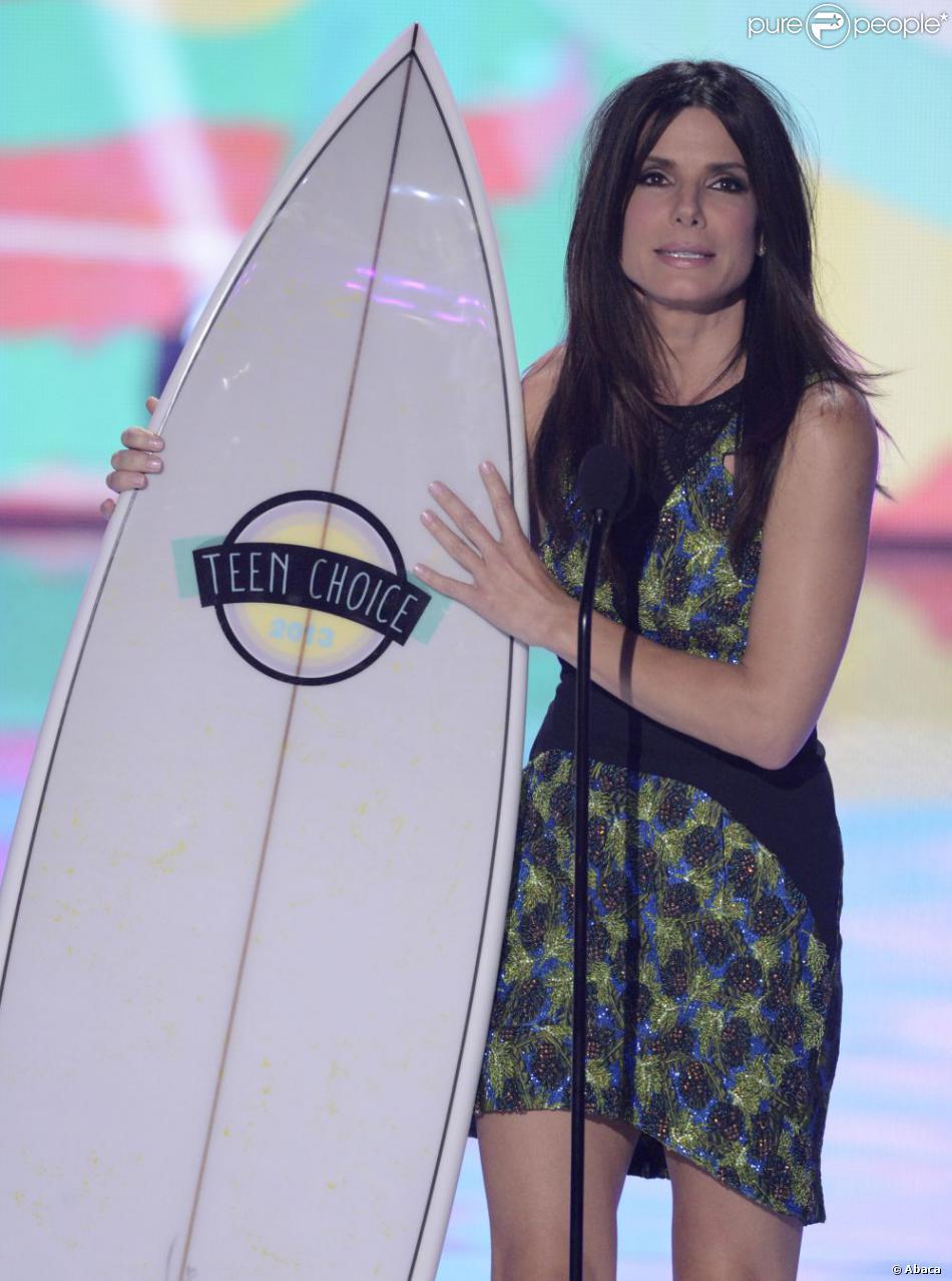 Sandra Bullock honorée aux 2013 Teen Choice Awards au Gibson Amphitheater à Los Angeles, le 11 août 2013.