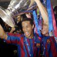 Ronaldinho après avoir décroché la Ligue des Champions face à Arsenal avec le FC Barcelone, à Saint-Denis, le 17 mai 2006