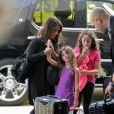 Soleil Moon Frye en famille à l'aéroport de Los Angeles le 14 août 2013. La star a annoncé sa troisième grossesse le 15 août 2013