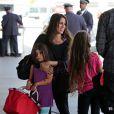 Punky Brewster, de son vrai nom Soleil Moon Frye en famille à l'aéroport de Los Angeles le 14 août 2013. La star a annoncé sa troisième grossesse le 15 août 2013