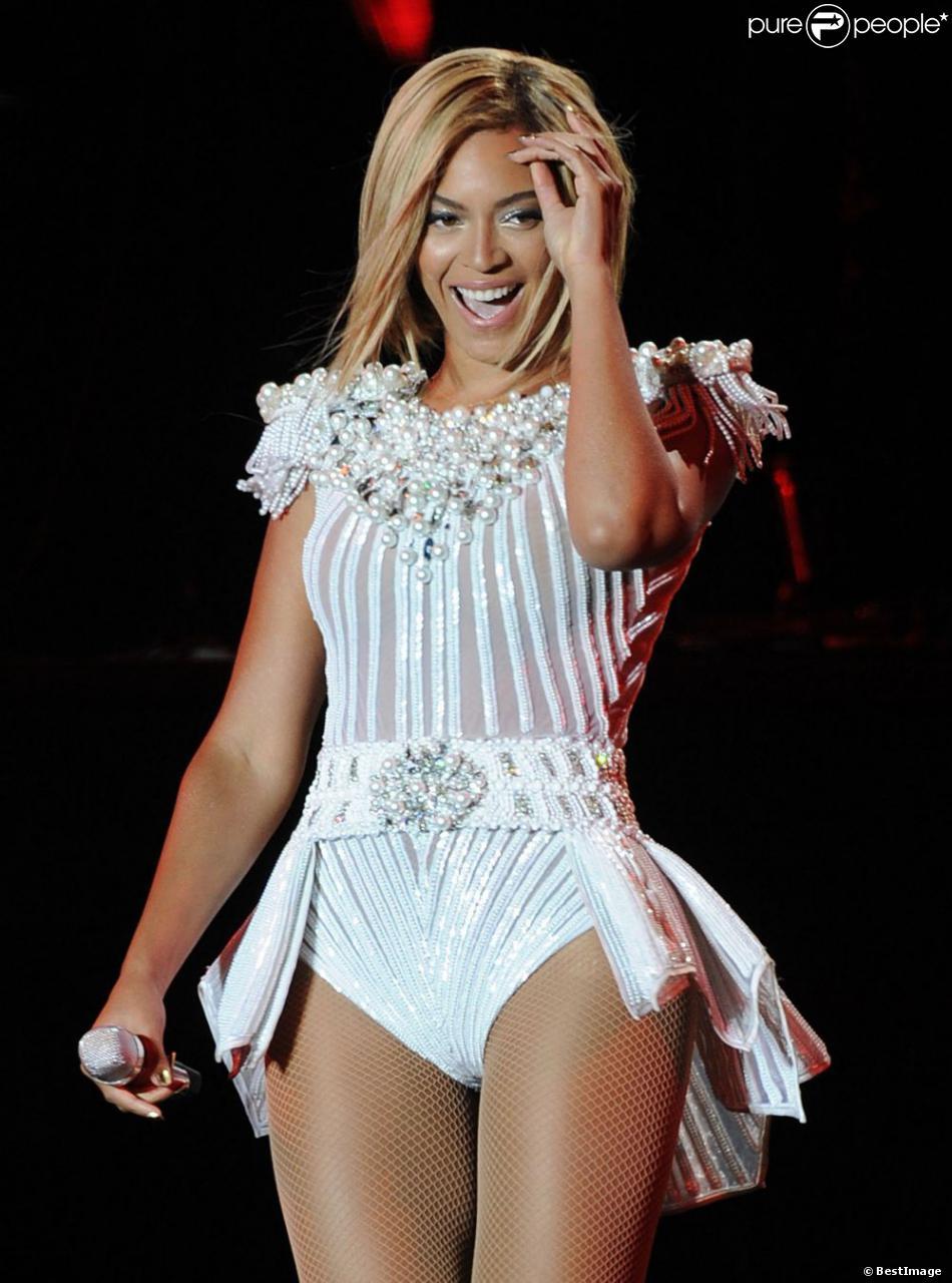 Beyoncé, radieuse pour clôturer le premier jour du V Festival avec un concert épique à Hylands Park. Chelmsford, le 17 aout 2013.