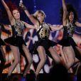 Beyoncé et ses danseuses lors de son concert épique à Hylands Park pour le V Festival. Chelmsford, le 17 aout 2013.