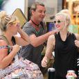 Gwen Stefani, son mari Gavin Rossdale et leurs enfants Kingston et Zuma arrivent à l'aéroport de Nice. Le 17 aout 2013.