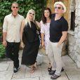 Gavin Rossdale, Gwen Stefani, Alison Hewson et Bono déjeunent au restaurant la Colombe d'Or. Saint-Paul de Vence, le 8 aout 2013.