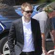 """Robert Pattinson en smoking sur le tournage du film """"Maps to the Stars"""" à Union Station, Los Angeles, le 17 août 2013."""
