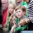 """La princesse Mary et ses enfants Christian et Isabella ont encouragé leur champion le prince Frederik de Danemark, qui a couru dimanche 18 août 2013 l'Ironman de Copenhague : avec un chrono remarquable de 10h45'32'', il s'est classé 706e parmi les 2 600 participants. Dans le détail, Frederik de Danemark a effectué les 3,8 km de natation en 1h10'16"""", a bouclé ses 180 km à vélo en 5h25'19"""", et a rallié la ligne d'arrivée en courant son marathon en 3h58'47"""""""