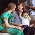 "Jennifer Garner, un bébé joueur et Kerris Dorsey sur le tournage du film ""Alexander And The Terrible, Horrible, No Good, Very Bad Day"" à Los Angeles, le 20 août 2013."
