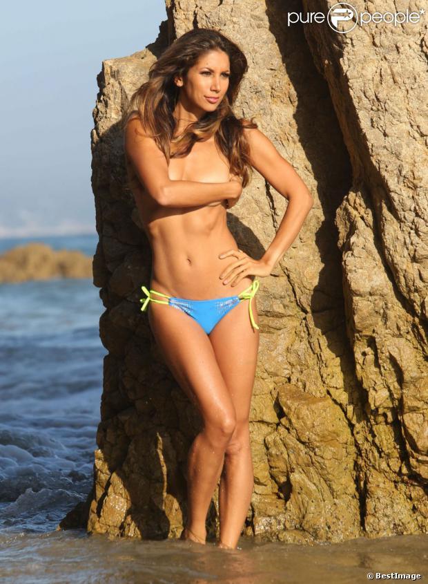 La somptueuse Leilani Dowding lors d'un photoshoot pour la marque Moday Swimwear à Malibu, le 22 aout 2013