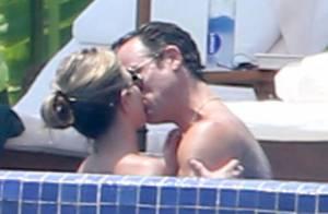 Jennifer Aniston en bikini : Câlins et baisers aquatiques avec Justin Theroux