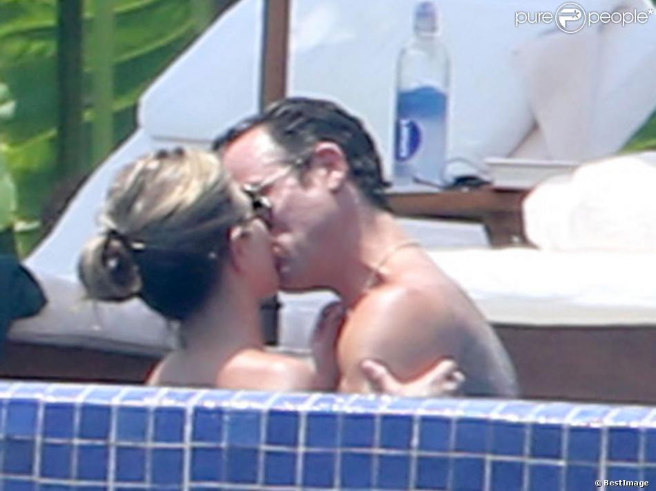 Jennifer Aniston et son fiancé le beau Justin Theroux en vacances avec leurs amis Jason Bateman et sa femme Amanda Anka à Mexico, le 20 aout 2013