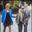 Lady Di et les princes Harry et William à la sortie de l'Eton College en 1995