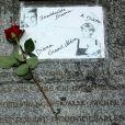 A quelques jours du 17e anniversaire de la mort de Lady Di, des marques de commémoration ont déjà commencé à investir le pont de l'Alma, à Paris, le 26 août 2013