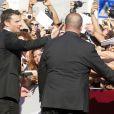 Tom Welling avec ses fans en délire lors de la première du film Parkland à la 70e Mostra de Venise, le 1er septembre 2013.