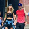 Adam Levine et sa fiancée Behati Prinsloo dans le quartier de SoHo à New York. Le 2 septembre 2013.