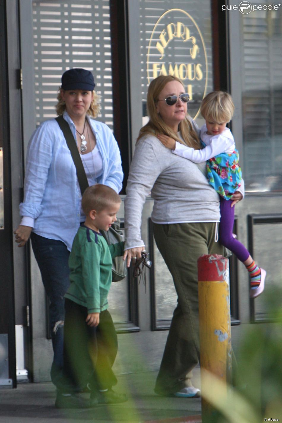 Melissa Etheridge et son ex-femme Tammy Lynn Michaels avec leurs enfants Miller Steven et Johnnie Rose à Los Angeles, le 19 janvier 2012.