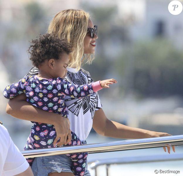 Beyoncé et sa fille Blue Ivy en vacances à Ibiza en Espagne, le 1er septembre 2013.