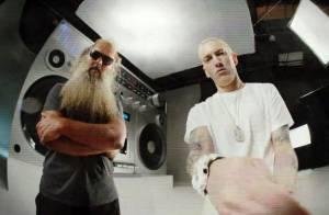 Eminem : Déchaîné dans le clip de Berzerk, embarrassé en pleine interview