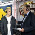 Eminem en pleine interview avec Kirk Herbstreit et Brent Mustburger à la mi-temps du match de football américain opposant les universités de Notre Dame et Michigan. Le 7 septembre 2013.