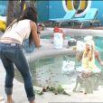 Tara shoote Alexia dans la piscine dans Secret Story 7