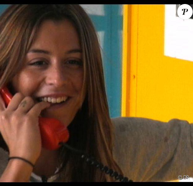 Anaïs reçoit un appel de Julien dans la quotidienne de Secret Story 7 sur TF1 le mercredi 11 septembre 2013