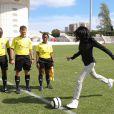La ministre déléguée Yamina Benguigui donnant le coup d'envoi de la finale du tournoi de football des VIIe Jeux de la francophonie, le 15 septembre 2013, à Nice.