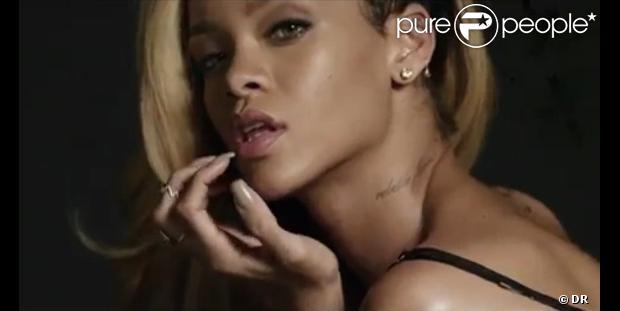 Rihanna érotique dans la publicité pour le parfum Rogue.