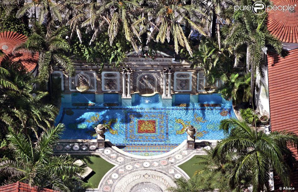Gianni Versace   Son extraordinaire villa de Miami vendue à perte ... bc9e207f001