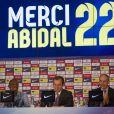 Eric Abidal annonce en larmes qu'il quitte le FC Barcelone lors d'une conference au stade du Camp Nou à Barcelone le 30 mai 2013.