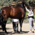 Jennifer Garner et son fils Samuel sont allés voir des chevaux   à Pacific Palisades, le 16 septembre 2013.