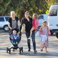 Jennifer Garner et ses trois enfants à Brentwood, Los Angeles, le 15 septembre 2013.