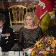 Madame le Premier ministre Helle Thorning-Schmidt entre les princes Frederik et Joachim de Danemark au palais de Fredensborg le 18 septembre 2013 lors du dîner officiel en l'honneur du président du Vietnam Truong Tan Sang et son épouse Mai Thi Hanh, en visite d'Etat de trois jours.