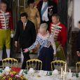 La reine Margrethe II de Danemark passe à table avec ses invités au palais de Fredensborg le 18 septembre 2013 lors du dîner officiel en l'honneur du président du Vietnam Truong Tan Sang et son épouse Mai Thi Hanh, en visite d'Etat de trois jours.