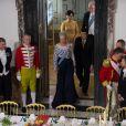 La reine Margrethe de Danemark passe à table avec ses invités au palais de Fredensborg le 18 septembre 2013 lors du dîner officiel en l'honneur du président du Vietnam Truong Tan Sang et son épouse Mai Thi Hanh, en visite d'Etat de trois jours.