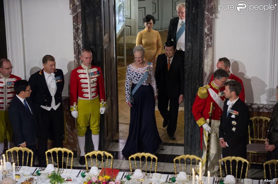 La reine margrethe de danemark passe table avec ses - Table de capitalisation gazette du palais 2013 ...