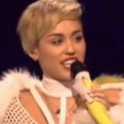 Miley Cyrus : A moitié nue et bouleversée sur scène après sa rupture avec Liam
