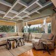 La jolie Zoe Saldana a mis en vente sa villa de Los Angeles pour 1,2 million de dollars.