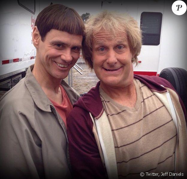 Jim Carrey et Jeff Daniels posent dans le costume des personnages de Dumb and Dumber pour le tournage de la suite - 24 septembre 2013
