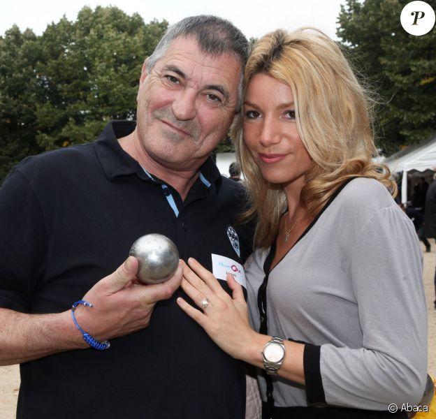 Jean-Marie Bigard et sa femme Lola - Tournoi de pétanque organisé place des Invalides à Paris et dont les fonds ont été reversés à l'association Meghanora, seule association en Europe à aider la recherche concernant les tumeurs rénales de l'enfant. Le 29 septembre 2013.