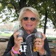 Véronique de Villèle - Tournoi de pétanque organisé place des Invalides à Paris et dont les fonds ont été reversés à l'association Meghanora, seule association en Europe à aider la recherche concernant les tumeurs rénales de l'enfant. Le 29 septembre 2013.